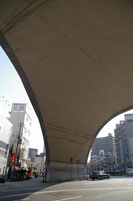 王子公園駅前の大アーチ