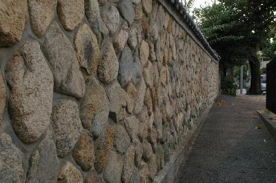 新しく作る壁も、こういう石垣にするんですねぇ。