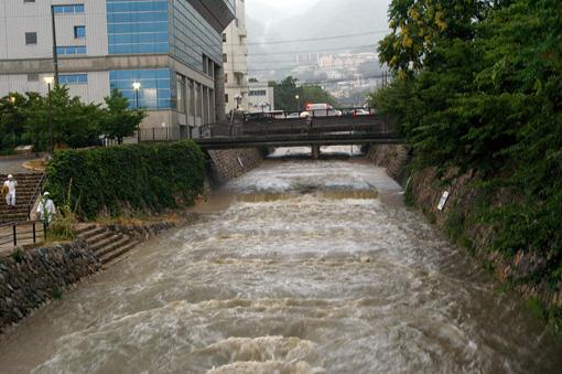 都賀川増水
