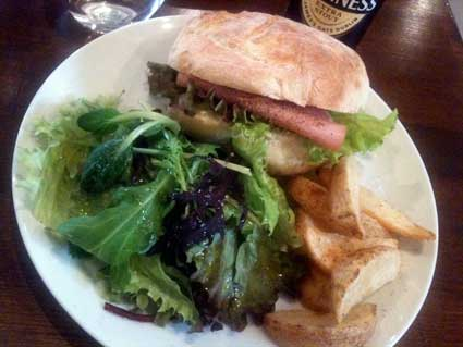 CAFE LINK「ハムとクリームチーズのチャバッタサンド」