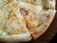 アンジョリーノ「チーズ屋さんの気まぐれピザ」